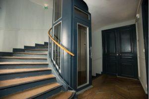 Pourquoi les habitants aux rez-de-chaussée payent les charges liées à l'ascenseur ? Faux