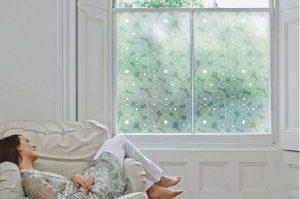 Habiller ses fenêtres avec des stikers vitraux
